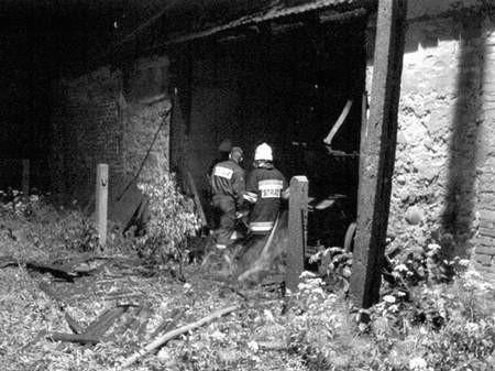 Strażak podpalacz z reguły podkładał ogień w obiektach położonych na obrzeżach Kośmider. Foto: MAREK LIBERADZKI