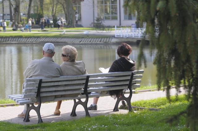 Od marca można zarobić więcej. Większe limity dorabiania dla emerytów i rencistów