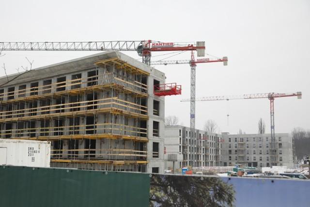 Rejon ul. Lema. Od momentu otwarcia ulicy w 2014 roku wybudowano tu już ponad  30 budynków mieszkalnych