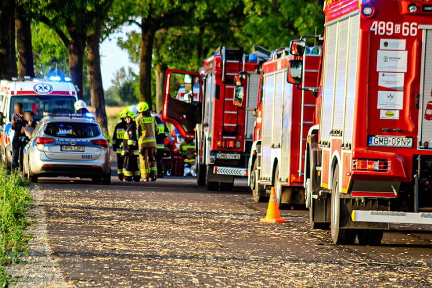 Gm. Nowy Staw. Wypadek samochodu osobowego w Brzózkach. Troje rannych, przyleciał śmigłowiec LPR
