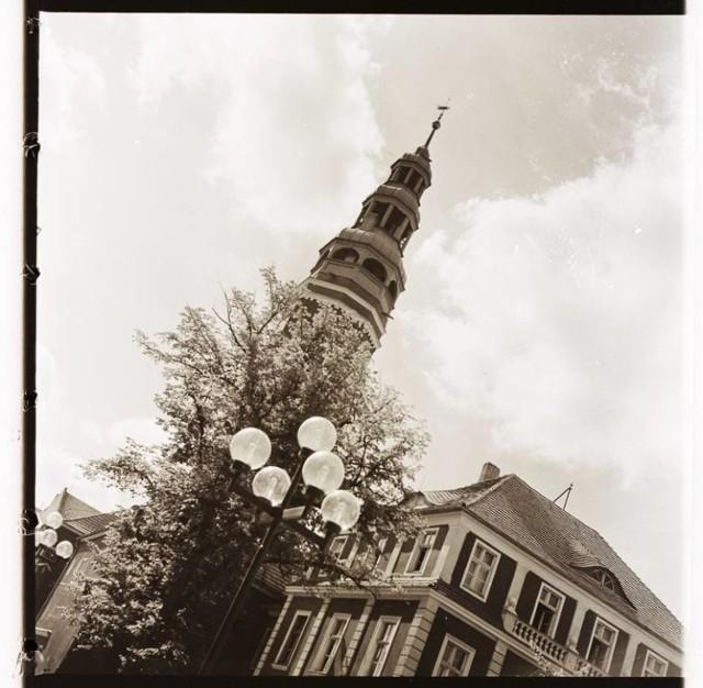 Czarno-białe zdjęcia też miały swój urok, jak i inna niż dziś elewacja ratusza