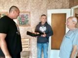 Świetna akcja kibiców Miedzi z grupy Stara Wiara z okazji 94 urodzin Powstańca Warszawskiego z Legnicy, Zbigniewa Grochowskiego