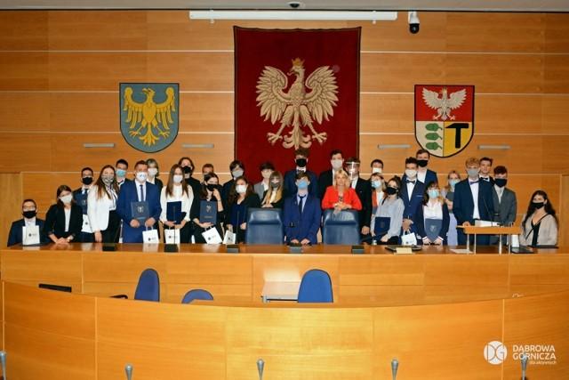 Pierwsze posiedzenie Młodzieżowej Rady Miasta w Dąbrowie Górniczej Zobacz kolejne zdjęcia/plansze. Przesuwaj zdjęcia w prawo - naciśnij strzałkę lub przycisk NASTĘPNE