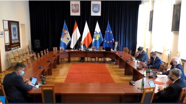 Większość radnych, a także burmistrz Żnina uczestniczyli w sesji zdalnie. Taką formę zarządził przewodniczący Rady Miejskiej.