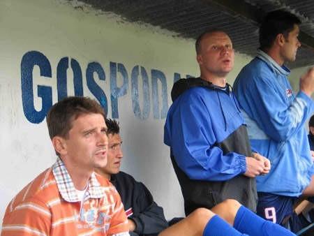 Krzysztof Zagórski (pierwszy z lewej) podkreśla, że w Strumieniu kibice są fantastyczni. Ich doping na pewno przyda się podczas spotkania z Mieszko Piastem.