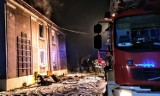Pilnie potrzebna pomoc dla pogorzelców z Żar. Mieszkanie pani Krystyny po pożarze jest doszczętnie zniszczone, wymaga remontu