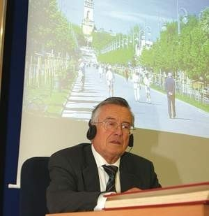 Gerald Ortner, konsul honorowy Rzeczpospolitej Polskiej w Grazu jest członkiem austriackiej delegacji.