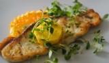 Steki z rekina z masłem pomarańczowym