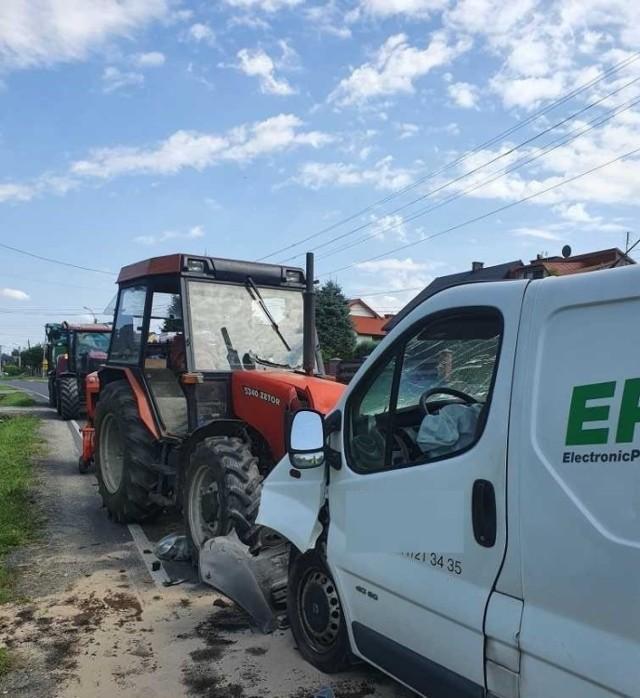 Zderzenie traktora z busem w Osieku