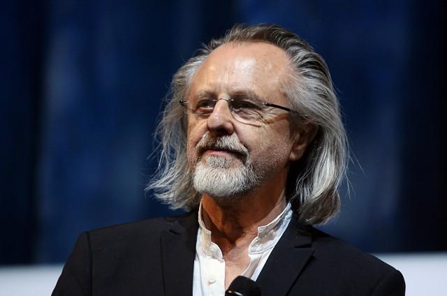Jan A.P. Kaczmarek to międzynarodowa sława i zdobywca Oscara. Kompozytor urodził się i wychował w Koninie, co roku odbywa się tu organizowany przez niego festiwal Transatlantyk
