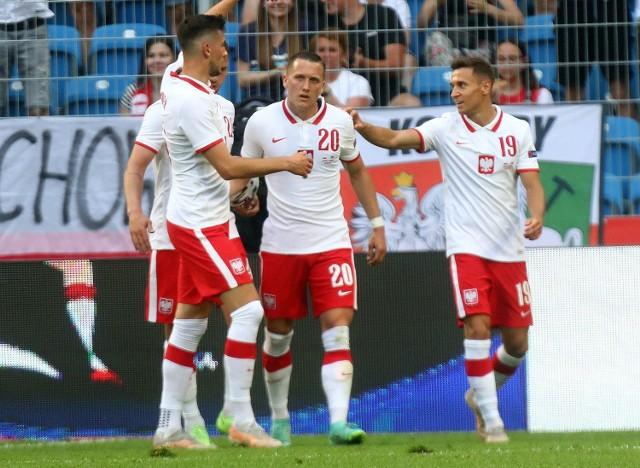 Po słabym meczu reprezentacja Polski zremisowała w Poznaniu 2:2 z Islandią. Bramki dla Polaków zdobyli Piotr Zieliński i Karol Świderski. Próba generalna przed EURO pozostawiła wiele pytań zwłaszcza co do składu naszej drużyny.  Zobacz kolejne zdjęcie ---->