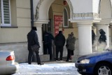 Za czym ta kolejka przed Starostwem Powiatowym w Jaśle codziennie stoi? [ZDJĘCIA]