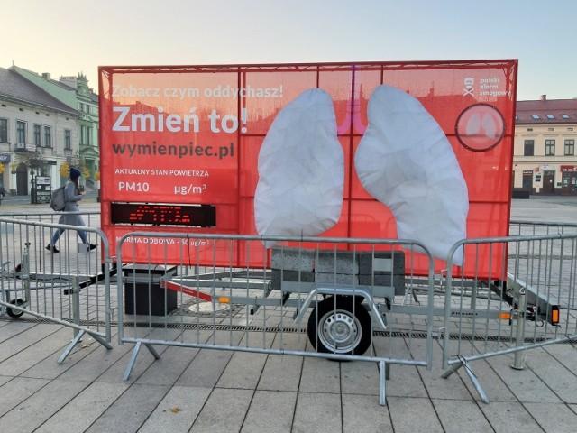 W Małopolsce chcemy oddychać czystym powietrzem. Na kolejnych slajdach można zobaczyć, jak gminy z krakowskiego obwarzanka radzą sobie z wymianą kopciuchów.