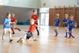 Ponad 160 piłkarzy wybiegło na boisko w pierwszym turnieju dla dzieci stowarzyszonych w klubach piłkarskich z powiatu rawickiego [ZDJĘCIA]