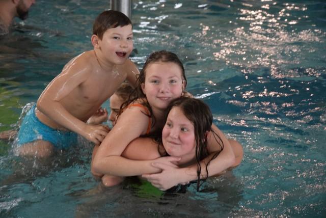 Rodzinne pływanie na basenie w Świebodzinie