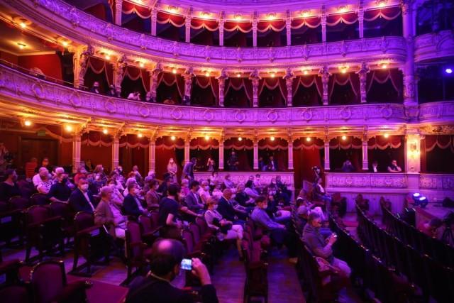 """""""Wolał(a)bym nie! to hasło, które w Teatrze Słowackiego będzie przyświecało sezonowi 2021/2022, a na scenach, m.in.  """"Dziady"""", """"Pani Bovary"""", """"Znachor"""", """"Danton"""""""