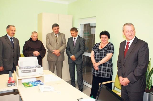 Bank w Urzędzie Miasta w Brzezinach.