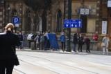 Kraków. Jedyny czynny Punkt Sprzedaży Biletów został zamknięty. U pracownika wykryto zakażenie koronawirusem