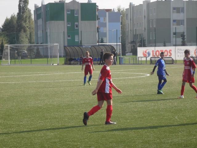 W minioną sobotę (3 października0 w Ustce rozegrano mecz Ligi Wojewódzkiej Juniorów D1 rocznika 2008. Zmierzyły się ze sobą zespoły Jantar Ustka i Żelki Żelkowo. Spotkanie zakończyło się zwycięstwem gospodarzy 5:0. Zobaczcie zdjęcia!