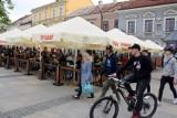 Letnie ogródki na Rynku w Kielcach pełne gości (WIDEO, ZDJĘCIA)