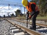 Kolej przebudowuje linię Śląsk - Porty. Trwają prace w Kozubach i Chociwiu ZDJĘCIA