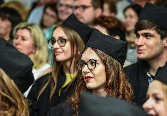 Uniwersytet Kazimierza Wielkiego w Bydgoszczy i Uniwersytet Mikołaja Kopernika w Toruniu to uczelnie, które ogłosiły już listy wstępnie zakwalifikowanych kandydatów. Teraz muszą oni dostarczyć w terminie wymagane dokumenty, potwierdzając tym samym wolę podjęcia studiów. Dopiero wtedy będzie wiadomo, kto ostatecznie zostanie przyjęty na studia