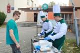 Łódź: Grochówka od uczniów Gastronomika z okazji Światowego Dnia Walki z Głodem