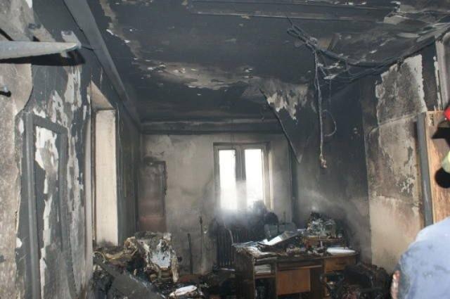 Tak wyglądał ośrodek pomocy społecznej w Makowie po wizycie 62-letniego petenta. 40-letnia pracownica przypłaciła to życiem