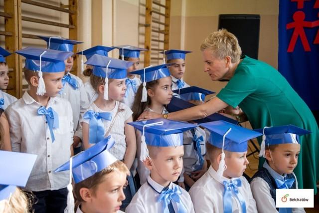 Uroczyste pasowanie w Szkole Podstawowej nr 9 w Bełchatowie