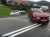 DK 75. Zderzyły sie dwa auta. Dwie i pół godziny utrudnień na drodze do Krynicy