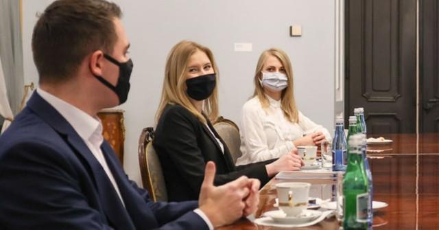 Pałac Prezydencki   Spotkanie prezydenckich doradców ds. młodzieży Kingi Dudy i Łukasza Rzepeckiego z przedstawicielami zarządu PROM