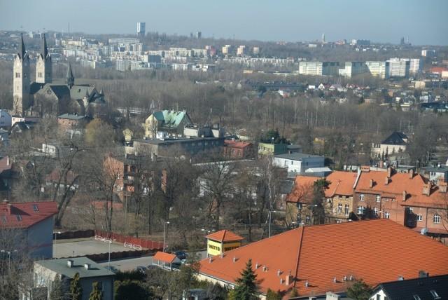 Co widać z okien wieżowców w Bielszowicach i na Wirku? Taki widok mają lokatorzy mieszkań na ostatnich piętrach  Zobacz kolejne zdjęcia. Przesuwaj zdjęcia w prawo - naciśnij strzałkę lub przycisk NASTĘPNE