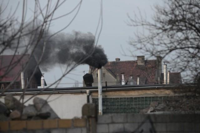 Czujniki smogu w powiecie bytowskim oszalały. Zostań w domu! Zagrożenie dla zdrowia w Trzebielinie i Miastku