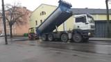W Chełmnie trwa łatanie kolejnych dróg i uzupełnianie ubytków. Zobacz zdjęcia