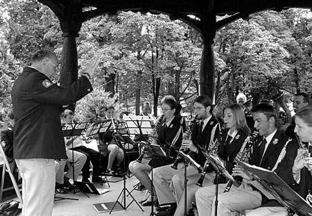 W niedzielę w parkowej altanie odbędzie się ostatni z letnich występów. /  JACENTY DĘDEK