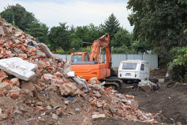 Na razie na dawnych działkach między ulicami Stolarską i Odolanowską trwają prace przygotowawcze do stworzenia komory startowej dla maszyny TBM