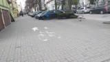 Tak obecnie wyglądają malowane znaki zwane w Chełmnie absurdami drogowymi. Zdjęcia