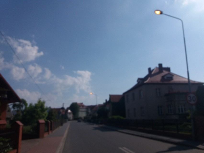 Choć już prawie południe, to lampy na ul. Libelta nadal...
