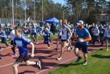 Lubliniecki Niebieski Bieg w kategorii open. Na 1500 metrów pobiegli nastolatkowie, dorośli i seniorzy ZDJĘCIA