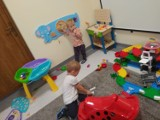 """Klub dziecięcy Żydowo już czynny. Nowoczesne sale, bawialnia i… """"magiczny dywan""""!"""