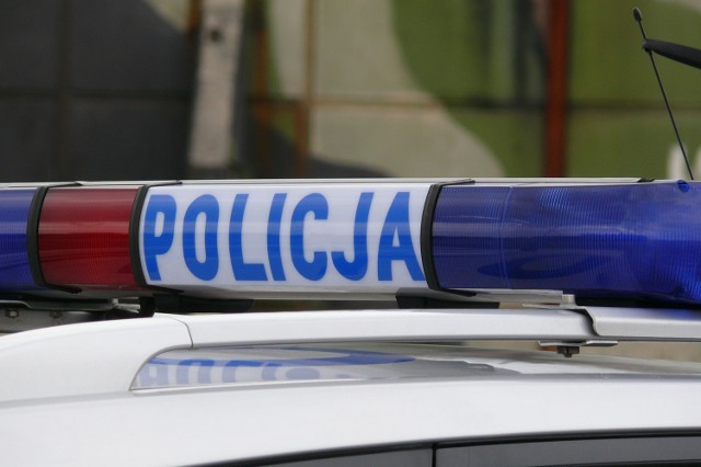 Jak informują policjanci, mężczyzna naruszył wiele przepisów i grożą mu poważne konsekwencje.