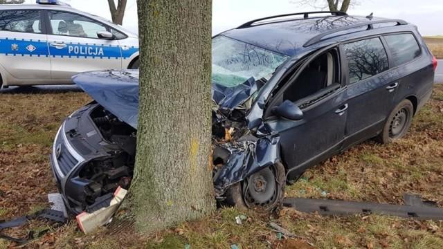 33-letni kierowca trafił do szpitala z urazem nogi.