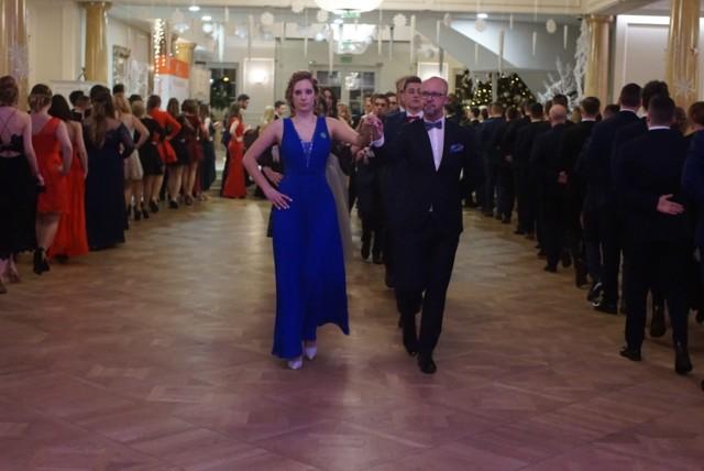 Maturzyści balowali w Pałacu Jaśminowym w Batorowie