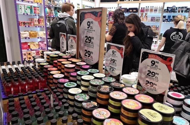Z okazji Black Friday drogerie objęły promocją tysiące kosmetyków