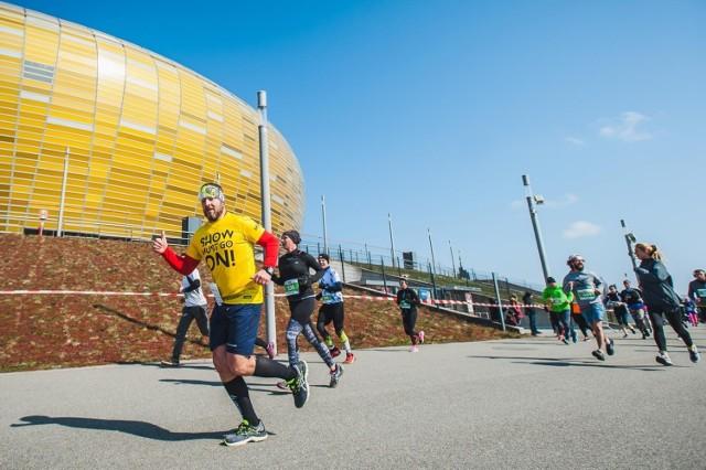 Bieg wokół i wewnątrz stadionu Polsat Plus Arena Gdańsk objęty jest limitem uczestników - do 250 osób
