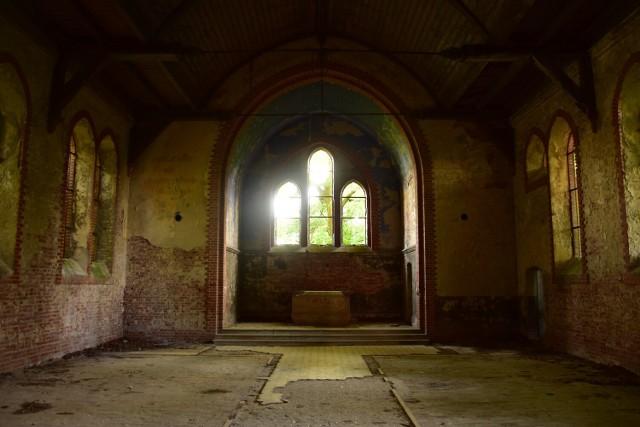 Opuszczony kościół ewangelicki w Zrazimiu.