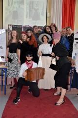 Liceum Plastyczne w Kaliszu. Moc atrakcji podczas dnia francuskiego u plastyków FOTO, WIDEO
