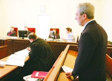 Profesor oskarżony jest nie tylko o plagiat, ale również o wyłudzenie pieniędzy od uczelni. Fot. Adam Warżawa