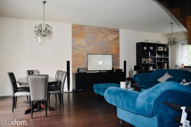 Cena: 970 000 zł  Nieruchomość o wysokim standardzie idealna dla wymagających klientów!  Na sprzedaż 6-pokojowy dwupiętrowy dom wolnostojący z użytkowym poddaszem, piwnicą i garażem w bryle budynku o powierzchni całkowitej 247m2, położony na 502m2 ogrodzonej działki znajdującej się na osiedlu Bielany w Legnicy, 1km od centrum miasta.