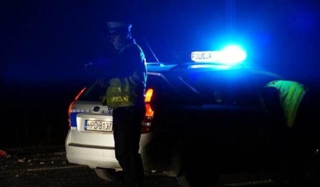 Do tragicznego wypadku doszło o godzinie 2:47 w nocy z 29 na 30 grudnia w Bytomiu. Na ulicy Łagiewnickiej samochód osobowy uderzył w słup. W wyniku zdarzenia dwie osoby zostały zakleszczone w pojeździe.